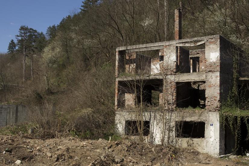 srebrenica-grenade-blast-home
